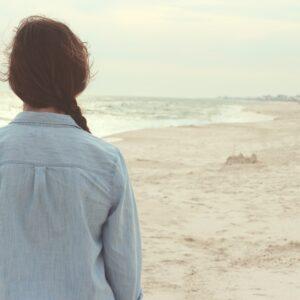 alone-back-beach-6706